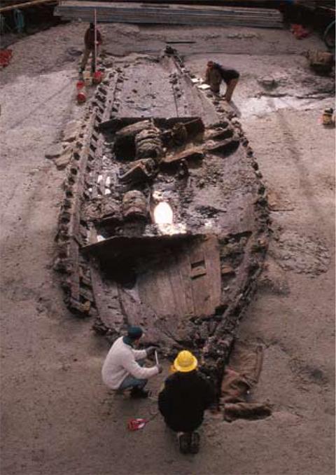 Excavation of La Belle hull