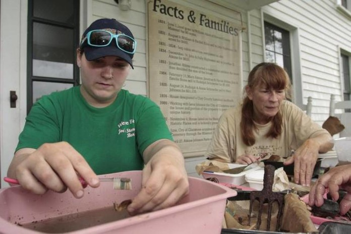 Educators at an archaeological survey at Atkins-Johnson Farm in Gladstone