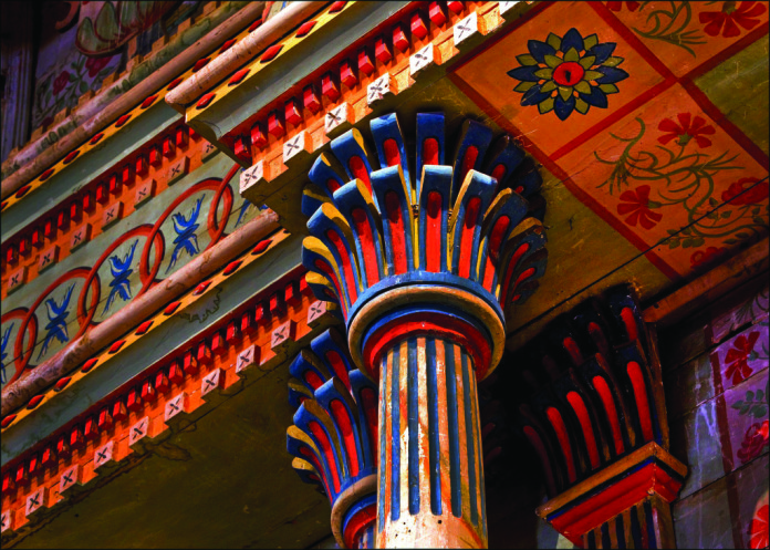 Eye-catching cobalt, vermilion, and red ochre pigments embellish the interior of San Miguel Arcángel. Rubén G. Mendoza.