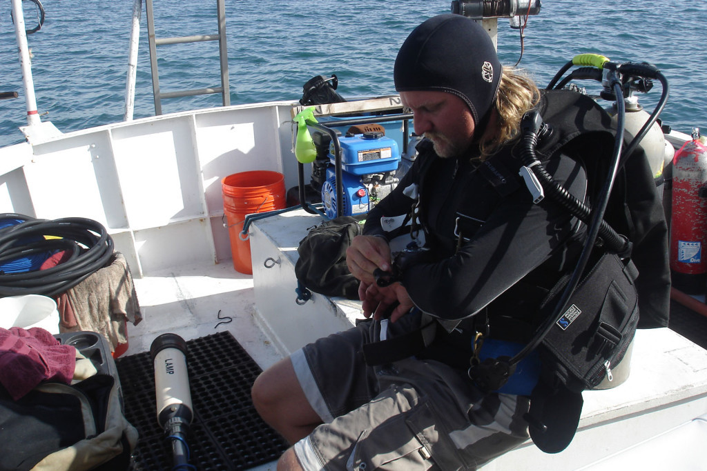 Chuck Meide prepares to dive with a hand-held magnetometer. Credit: Search For The Lost French Fleet of 1565 Expedition, NOAA-OER/St. Augustine Lighthouse & Museum