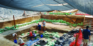 Oregon State University field school students excavate Western Stemmed Tradition items from deposits