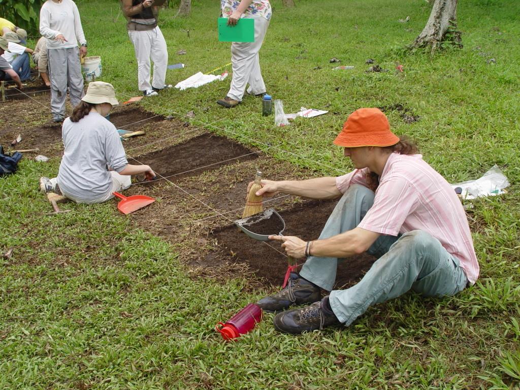 Excavations at Los Naranjos. Photo Courtesy John Henderson.