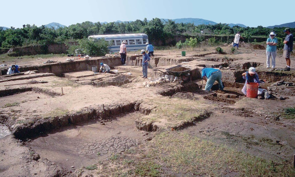 Excavations in the lower Ulúa valley. Photo Courtesy John Henderson.