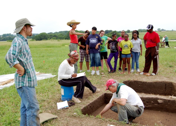 UNC archaeologist Anna Agbe-Davies directs students at New Philadelphia dig in 2009. Photo Credit: Doug Carr, Illinois State Museum.