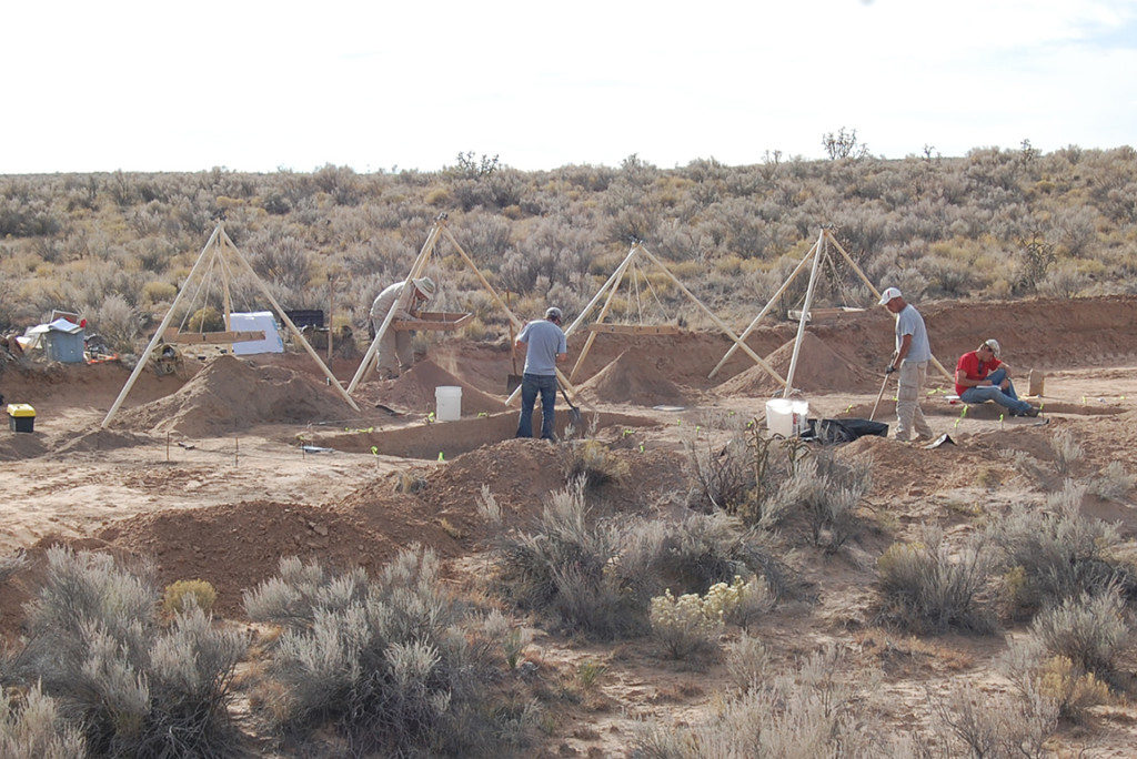 In another cultural resource management project, archaeologists excavate a Late Archaic campsite near Albuquerque, New Mexico. Credit: Alex Kurota